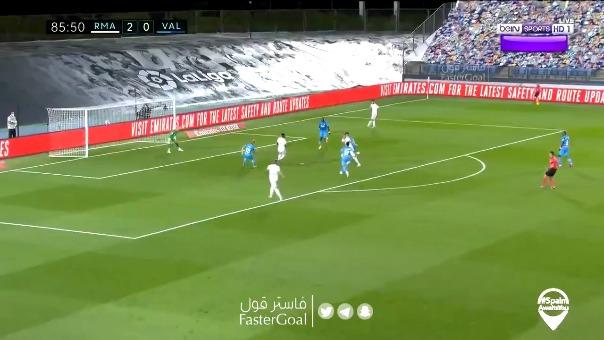Karim Benzema y su golazo ante Valencia.