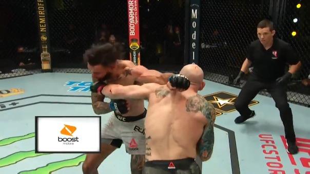 Por decisión unánime, Josh Emett se llevó la pelea ante Shane Burgos.