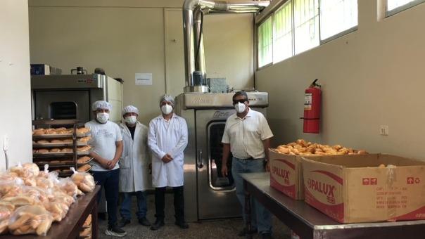 Los docentes elaboran el producto en la panificadora de la Facultad de Ingeniería Química e Industrias Alimentarias de la Universidad Nacional Pedro Ruiz Gallo.