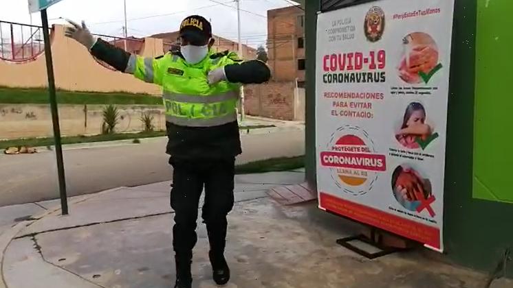 El policía Esteban Tolentino viralizó un video el que se le veía bailando huaylarsh para animar a sus compañeros antes de patrullar