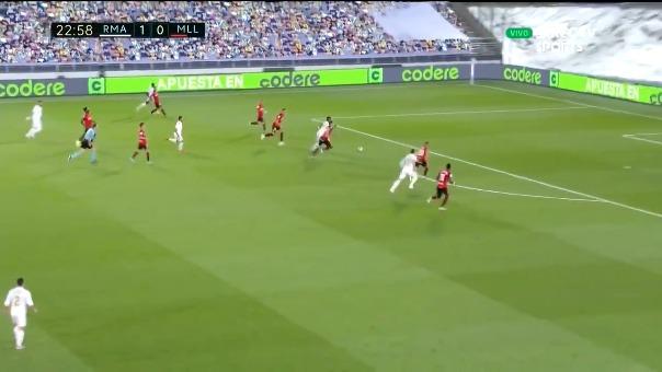 Real Madrid casi marca el segundo gol.