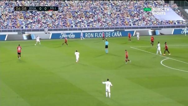 Casi gol de Benzema.