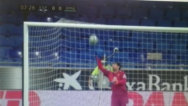 Casi gol de Real Madrid.
