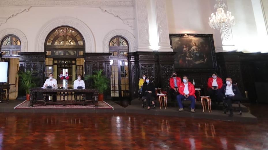 Vizcarra cuestionó constantes convocatorias a ministros.