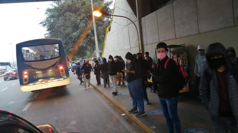 Los buses formales sí están respetando el aforo limitado dispuesto por las autoridades.