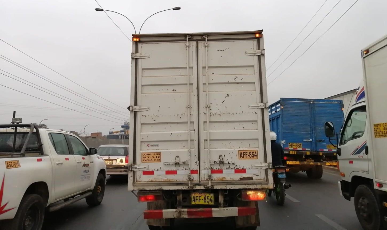 La Panamericana Norte registra gran congestión vehicular, especialmente por la presencia de camiones.