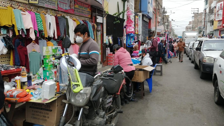 Ambulantes tomaron la avenida España donde ofreciáin sus productos.