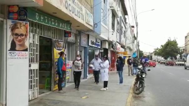 En los exteriores del Complejo de Mercados y la avenida Sánchez Cerro fueron tomados por los ambulantes desde hace varios días.