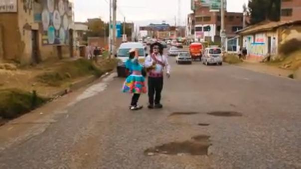 'Chupetín' compuso una canción al ritmo de Santiago, música popular en el valle del Mantaro, para reclamar el mal estado de las pistas en Huancayo.