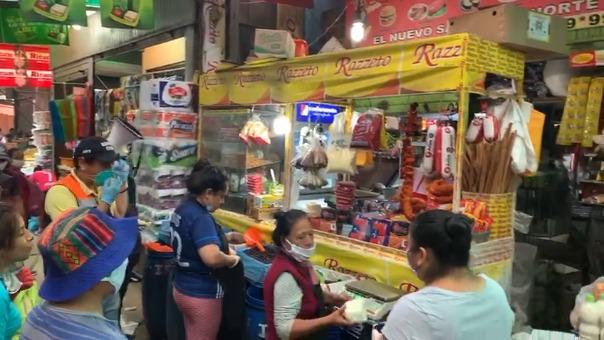 Los productos fueron incautados de los diversos establecimientos comerciales.