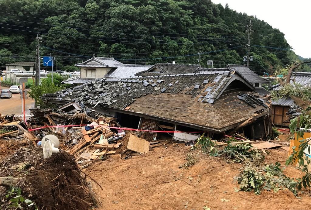 Al menos 34 personas murieron y otras 14 están desaparecidas en Japóna causa de las inundaciones y aludes de tierra provocados por lluvias torrenciales al oeste del país.