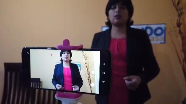 Profesores en plena grabación de vídeo que será compartido por la aplicación Tik Tok.