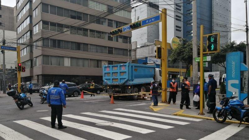 El accidente ocurrió en el cruce de las avenidas Benavides y La Paz.