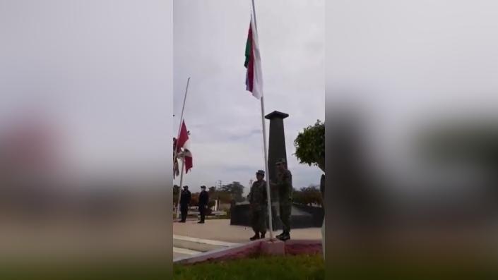 Banderas fueron izadas a media asta en presencia de familiares del técnico Ronald Cortez