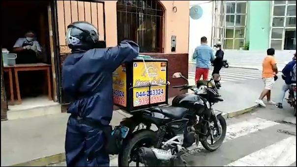Los restaurantes solo tienen permitido atender por delivery, previa autorización municipal y del Minsa.