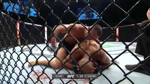 Petr Yan ganó por nocaut y se quedó con el título de peso gallo en UFC 251
