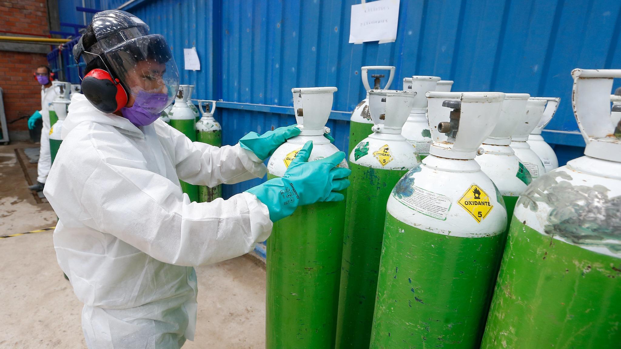 Médico infectólogo pide aumentar la producción de oxígeno.