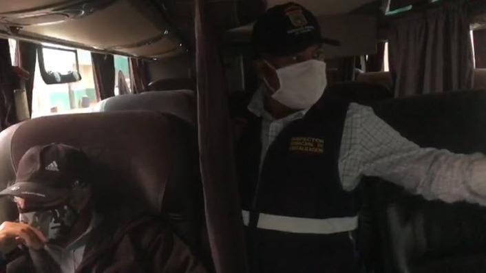 Buses fueron inspeccionados por las autoridades.