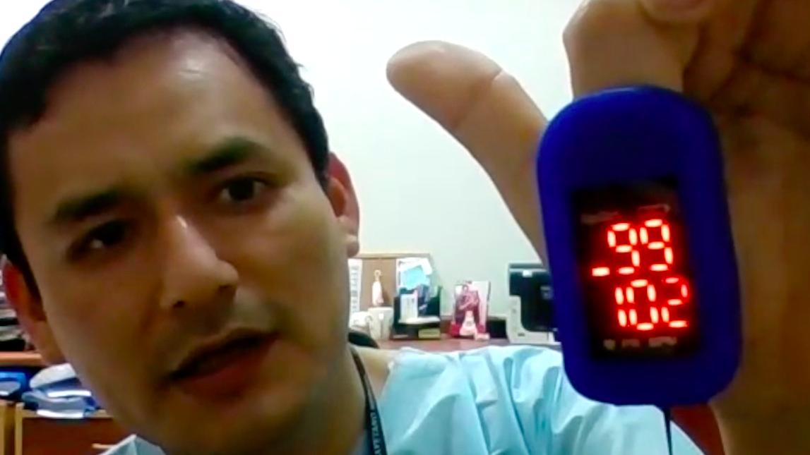 Fernando Mejía, médico infectólogo del Hospital Cayetano Heredia, explica cómo usar un oxímetro de pulso en casa.