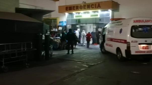 La familia internó a José Muñoz en una clínica porque hay listas de 40 personas esperando por una cama UCI.