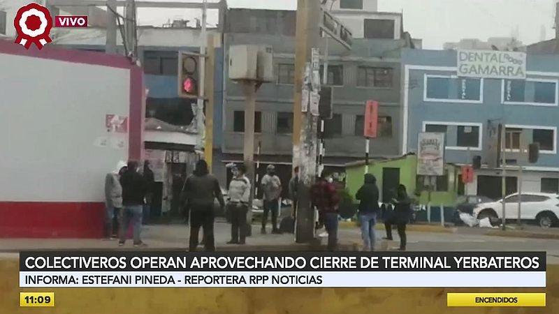 Los colectiveros están apostados cerca de la entrada del terminal de Yerbateros.