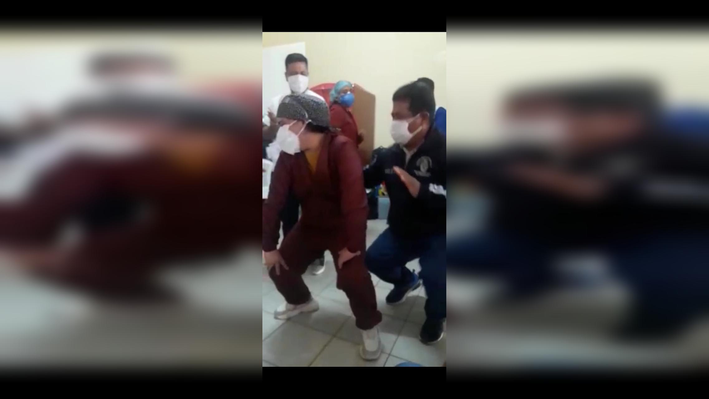 Médicos, enfermeras y obstetras fueron grabados bailando al interior de centro de salud de Mórrope.