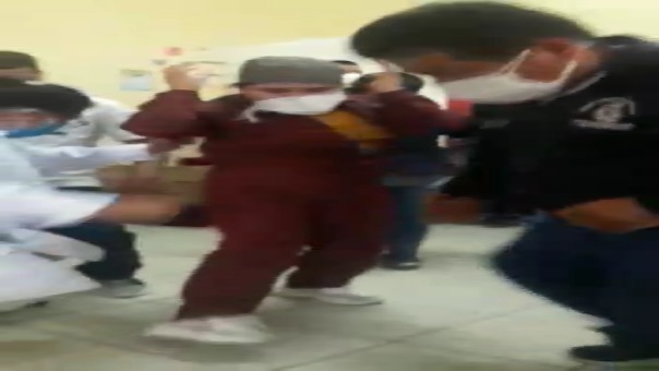 Médicos, enfermeras y obstetras fueron grabados bailando al interior de centro de salud de Mórrope sin respetar la distancia social.