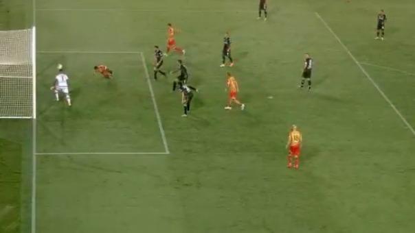 Lapadula marcó de cabeza el tercer gol del Lecce ante Parma