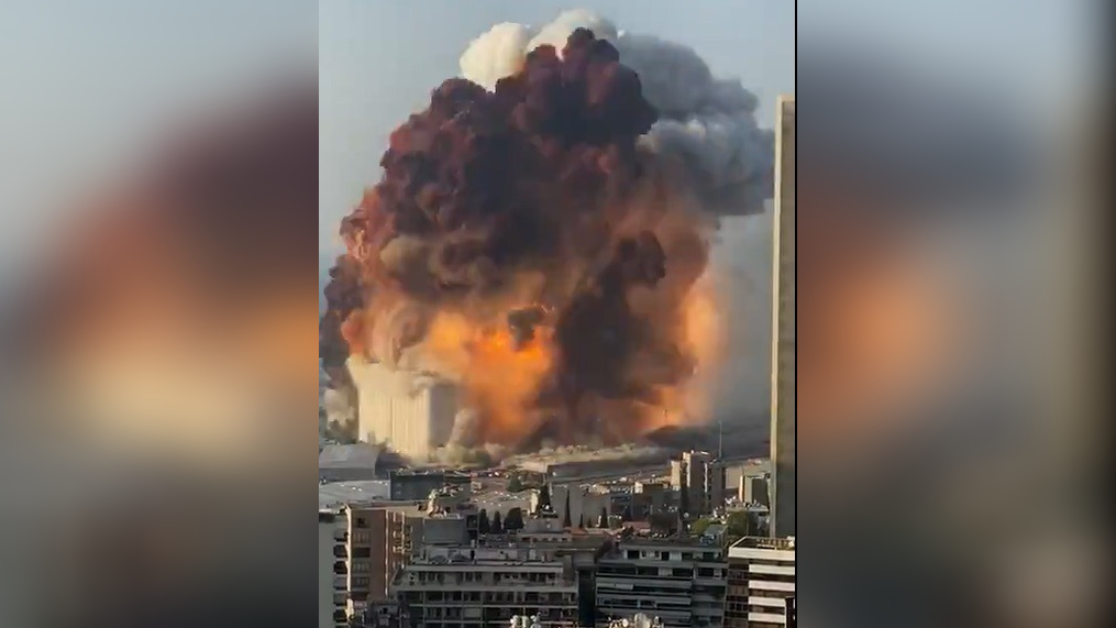 En las imágenes se observa el momento en el que la segunda explosión azota con más fuerza.