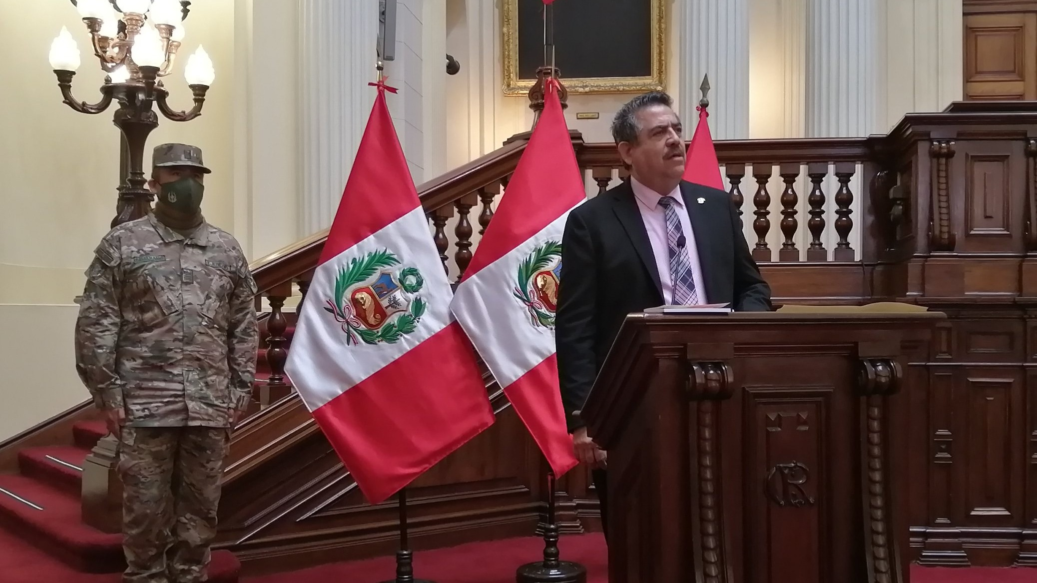 Manuel Merino ofreció una extensa conferencia de prensa.