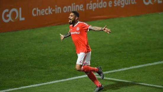 Paolo Guerrero anotó el gol de la victoria del Inter de Porto Alegre ante Coritiba
