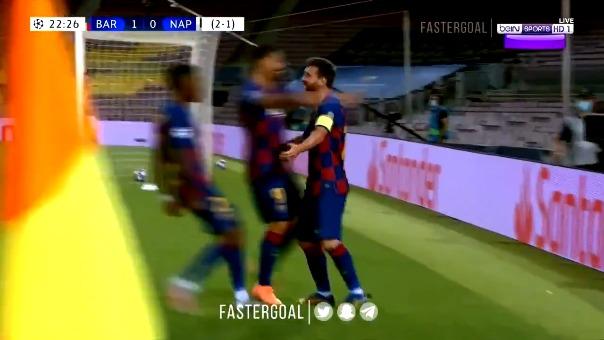 Lionel Messi superó la marca de cuatro jugadores para anotar ante Napoli
