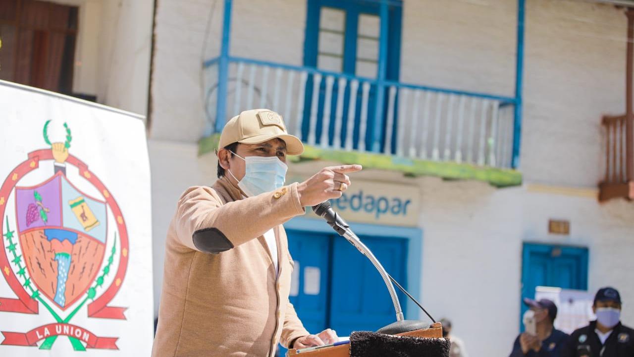 Elmer Cáceres Llica insistió en el pedido para que el Gobierno autorice el uso del dióxido de cloro para tratar el nuevo coronavirus.