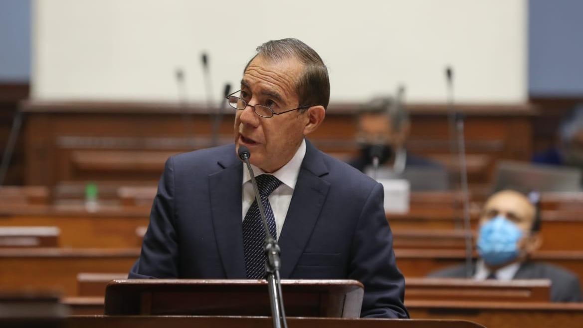 Walter Martos se presenta ante el Congreso.