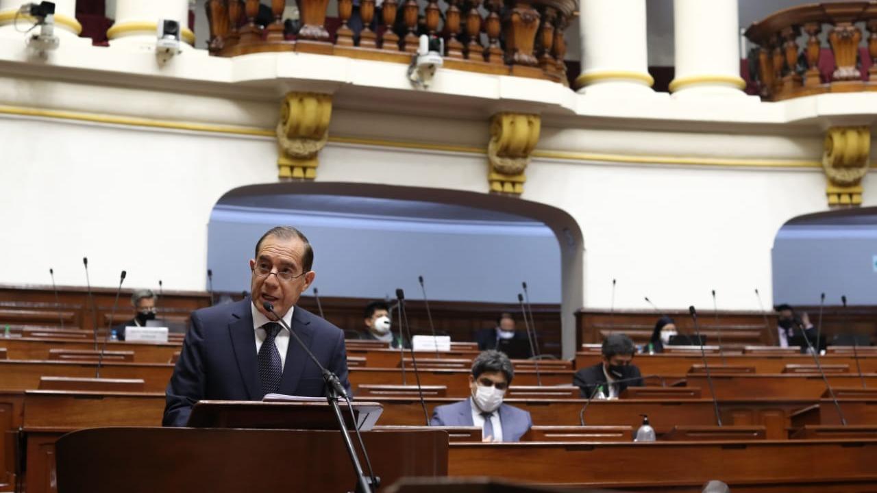 Walter Martos se presentó ante el Congreso.