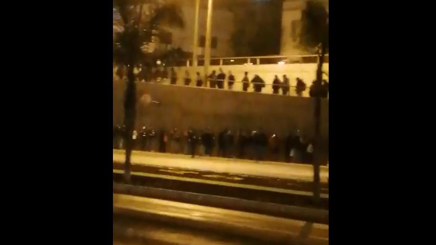 Largas colas se registraron en la Vía Expresa para ingresar a estaciones del Metropolitano.