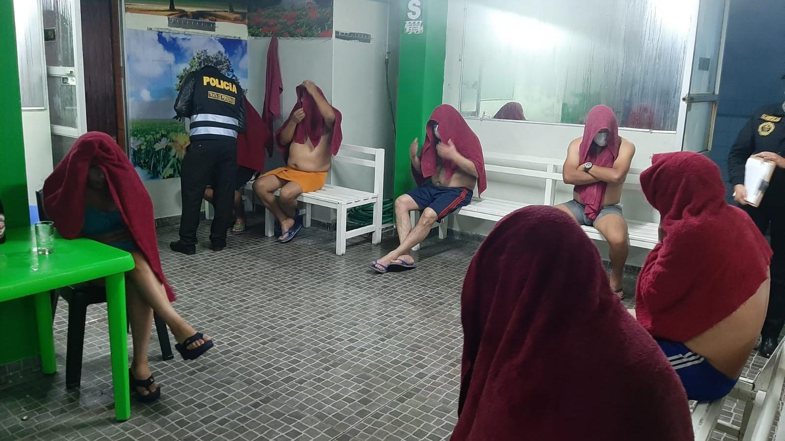 Intervenidos indicaron que llegaron al local para relajarse, aunque uno reconoció que pagó por un servicio sexual.