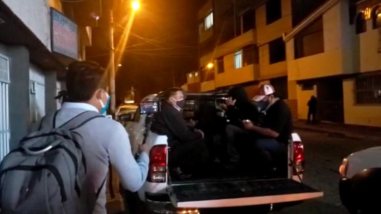 Intervenidos fueron trasladados a la comisaría de José Luís Bustamante y Rivero, donde son investigados por no acatar las medidas sanitarias dispuestas por el Gobierno.