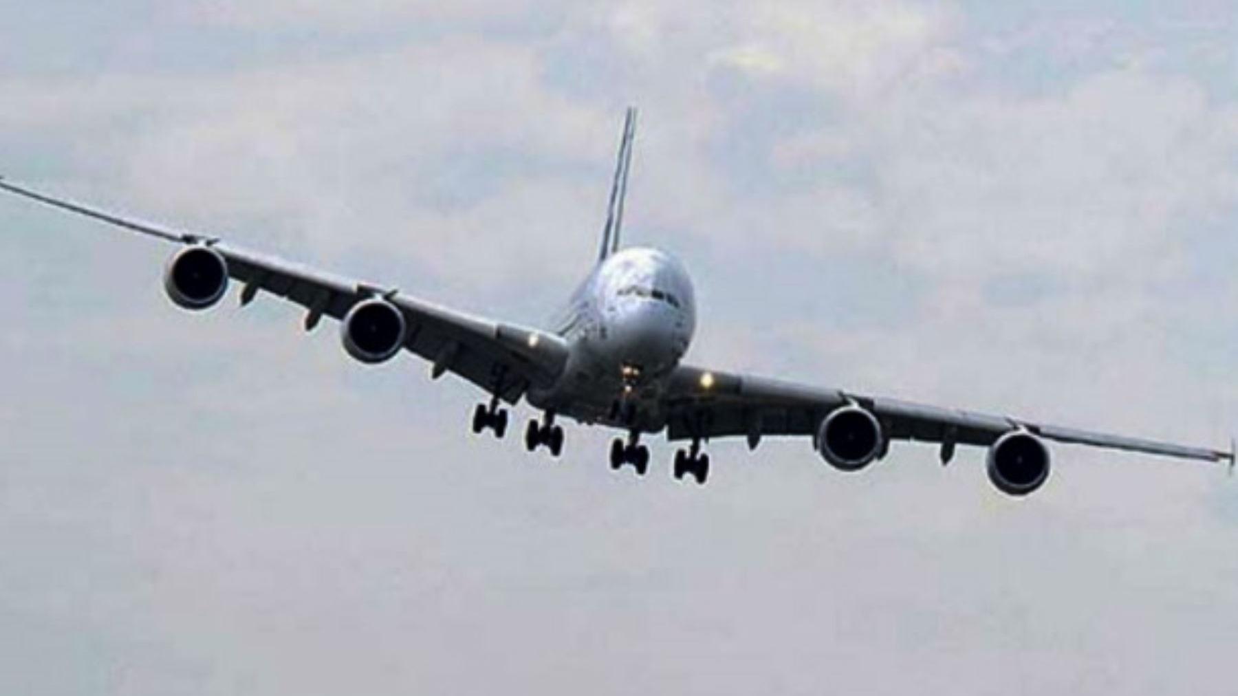 Las autoridades temen que en los buses y aviones, con el traslado de personas, se prolifere el contagio de la COVID-19.