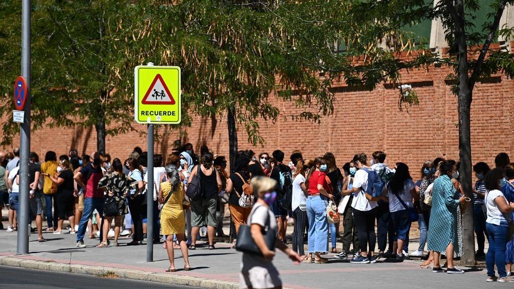 Madrid, con más de 6,5 millones de habitantes, representa desde el inicio de la epidemia cerca de un tercio de los 29 000 fallecidos por COVID-19 en el país.