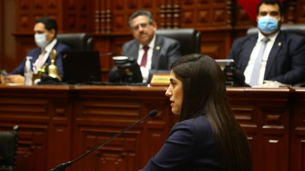 Ministra Alva respondió preguntas del pliego interpelatorio.