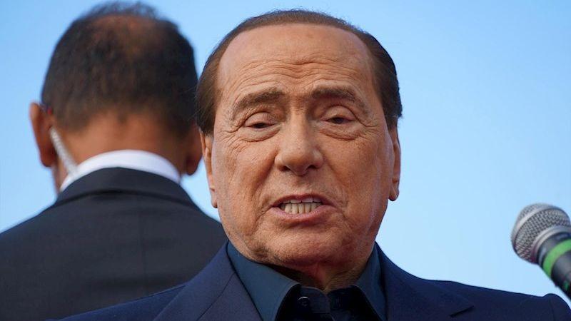 Silvio Berlusconi anunció que tiene la COVID-19, así como dos de sus hijos y su pareja.