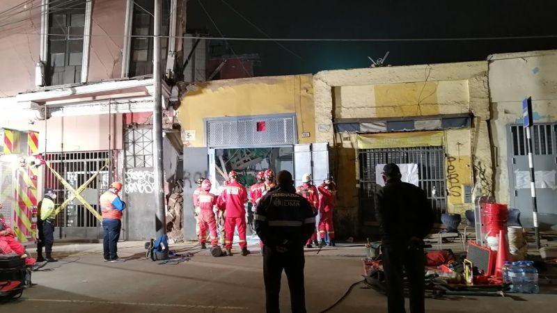 La Policía ha acordonado la zona para que los bomberos puedan trabajar sin interrupciones.