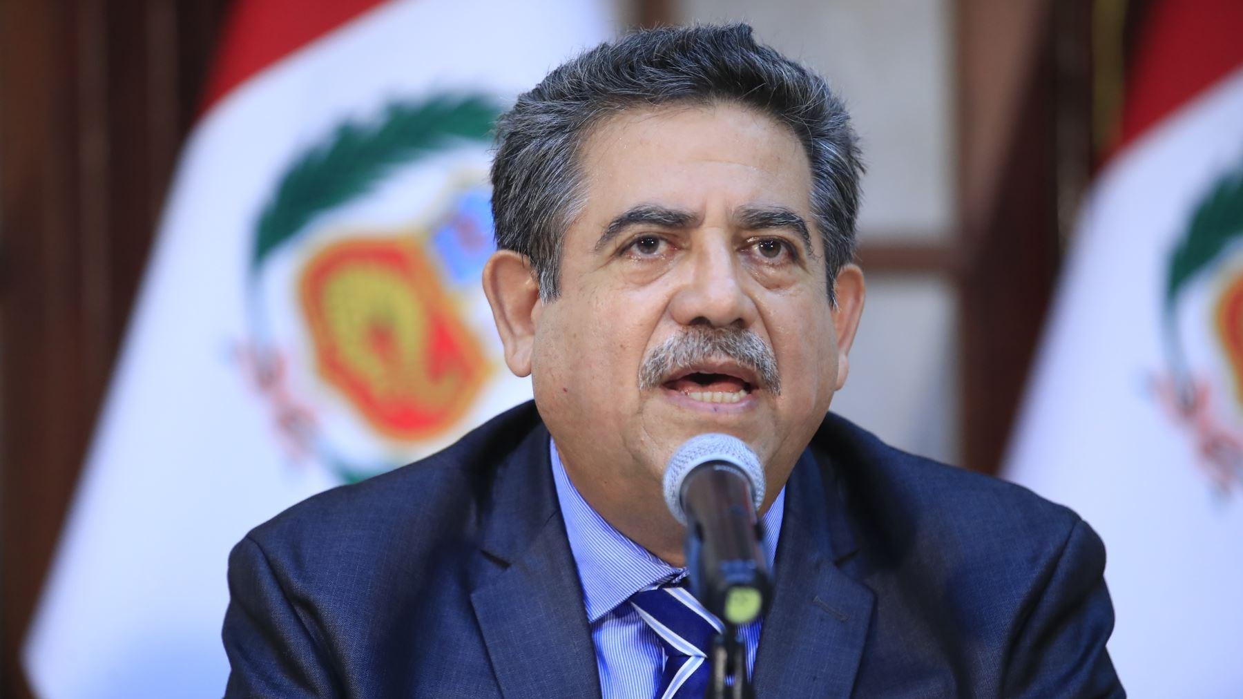 Manuel Merino se pronuncia tras interpelación a ministra Alva.