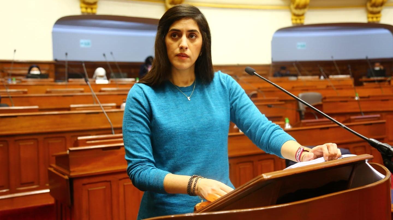 La ministra Alva fue interpelada por el Congreso.