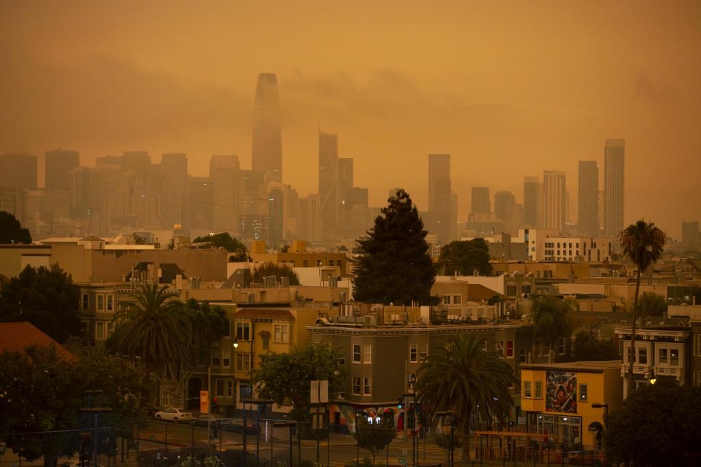 Los habitantes de San Francisco y otros lugares de California, Estados Unidos, despertaron este miércoles con un cielo anaranjado similar a escenarios apocalípticos en un año ya plagado de eventos inquietantes.