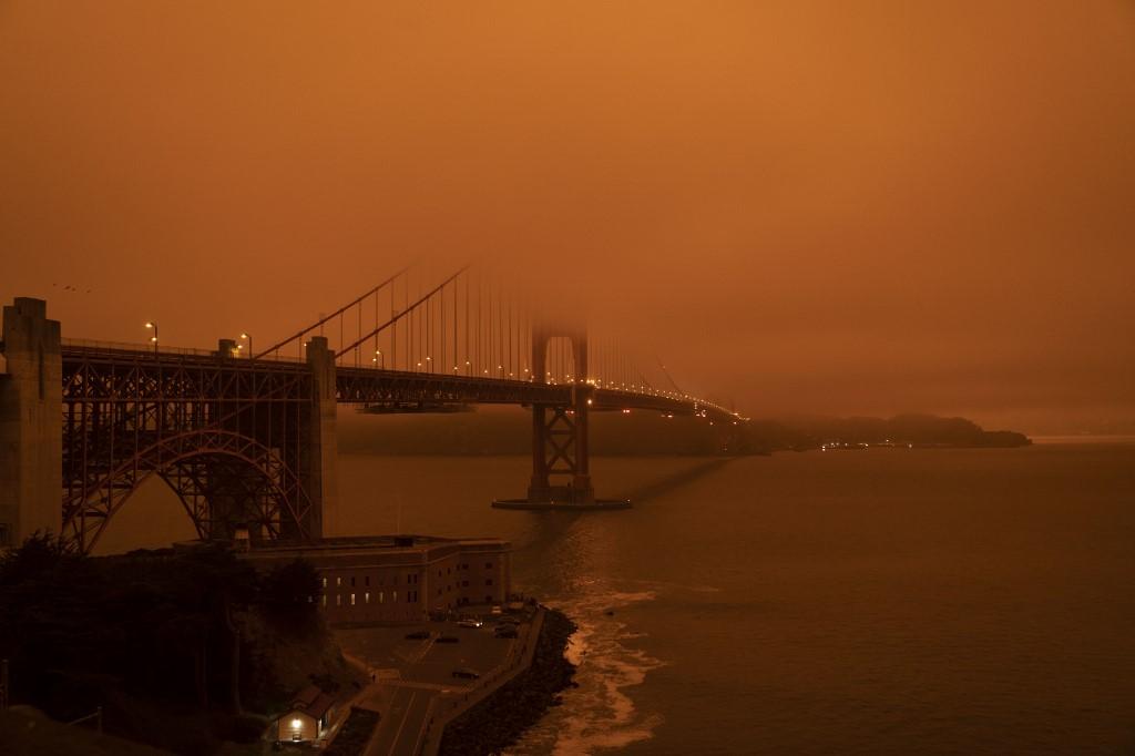 Las fotos de la espeluznante escena, en particular de un horizonte de San Francisco que parecía haber sido sacado de una película distópica de ciencia ficción, se difundieron rápidamente en las redes sociales.