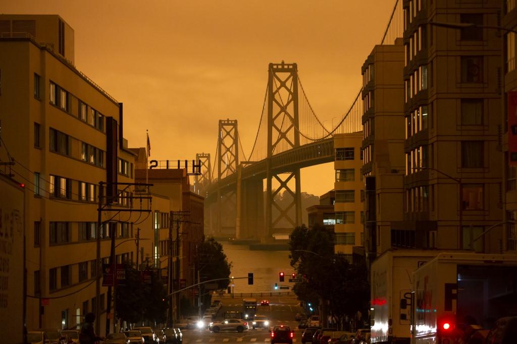 Los cielos oscuros que bloquean el sol enfriaron las temperaturas en lo que históricamente ha sido el año más cálido en San Francisco.
