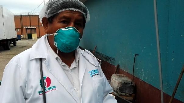 Amílcar Huancahuari declarando a un medio ayacuchano sobre el 'tratamiento' con dióxido de cloro hecho a un interno del panel de Ayacucho.