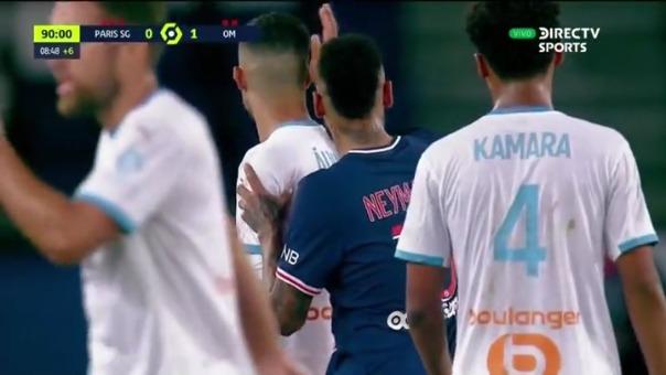 Neymar es expulsado y al salir de la cancha da la razones de su accionar
